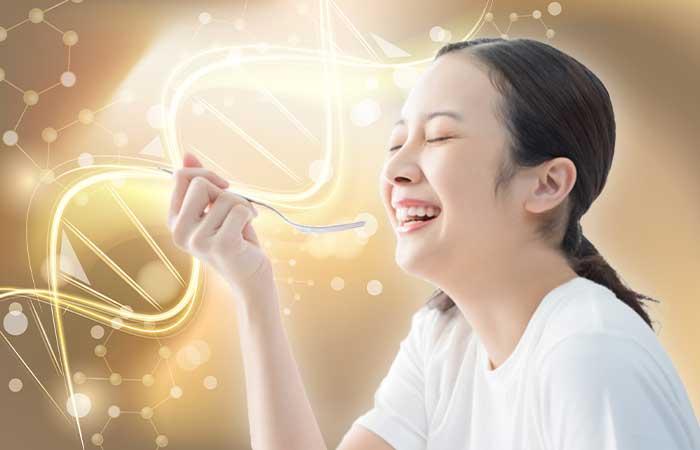 食事する女性とサーチュイン遺伝子